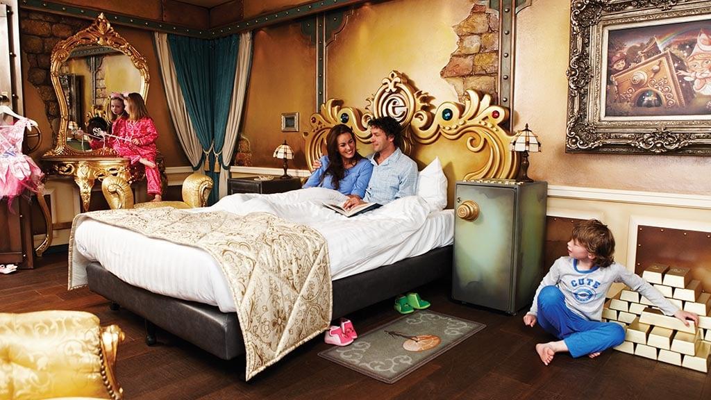 Übernachte in der goldenen suite im efteling hotel