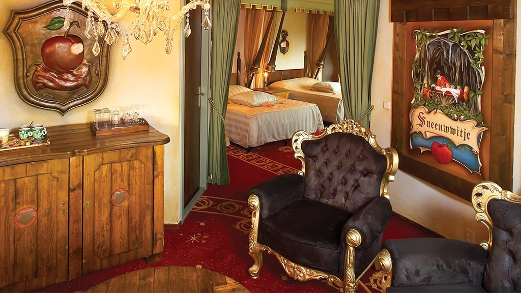 Snow white suite efteling hotel for Chambre blanc beige