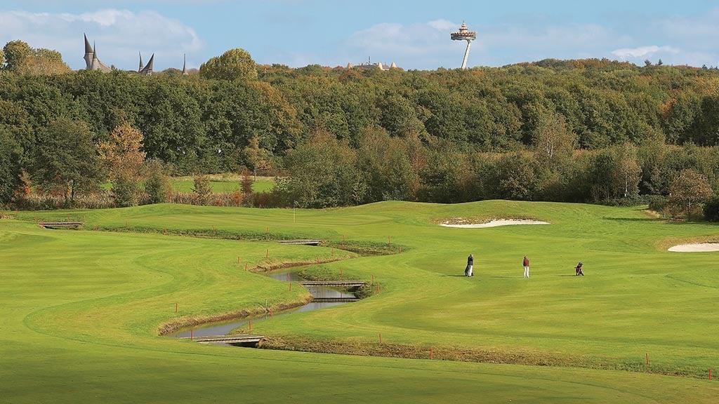 18 holes championship course golfpark efteling for Verlichte driving range